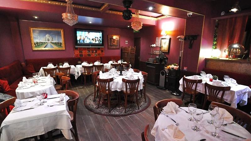 restaurant-Jaipur-Cafe-paris-salle
